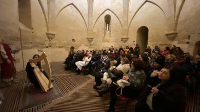 Photo of Ginevra Gilli incanta ed emoziona: la torre di Federico gremita di spettatori