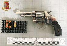Photo of La Polizia di Stato arresta il venditore e l'acquirente di un revolver illegalmente detenuto