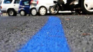 """Photo of Da lunedì strisce blu a pagamento e navette gratis. L'assessore Ferrari: """"La congestione dei parcheggi aggrava il rischio contagi"""""""