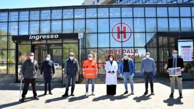 Photo of La squadra di Pallamano dona delle tute al personale dell'Ospedale