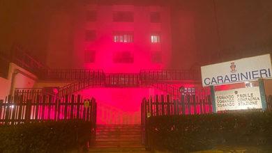 Photo of Soroptimist Enna: la caserma dei carabinieri si illumina di arancione contro la violenza sulle donne